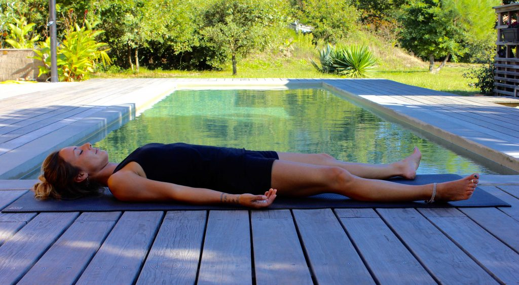 Yoga posture sur le dos:Shavasana
