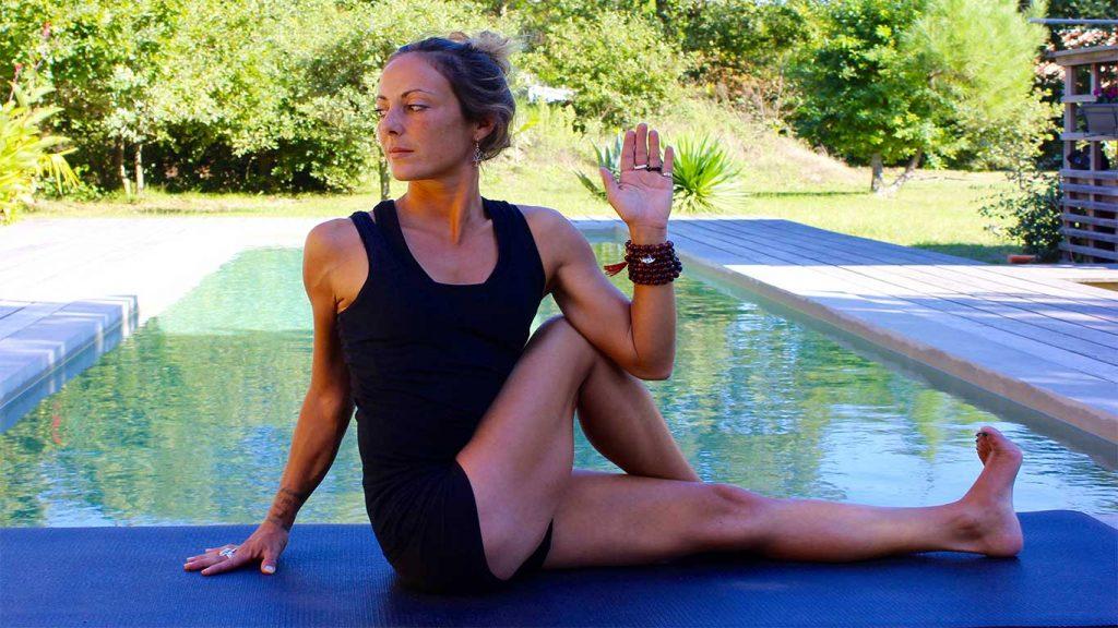 Yoga posture en torsion:Marichyasana