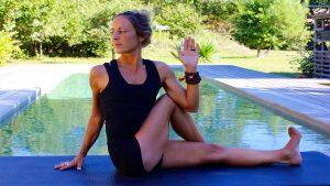 Yoga postures en torsion