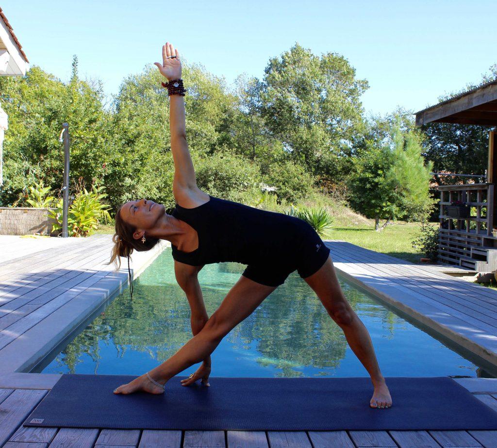 Yoga posture debout:Trikonasana