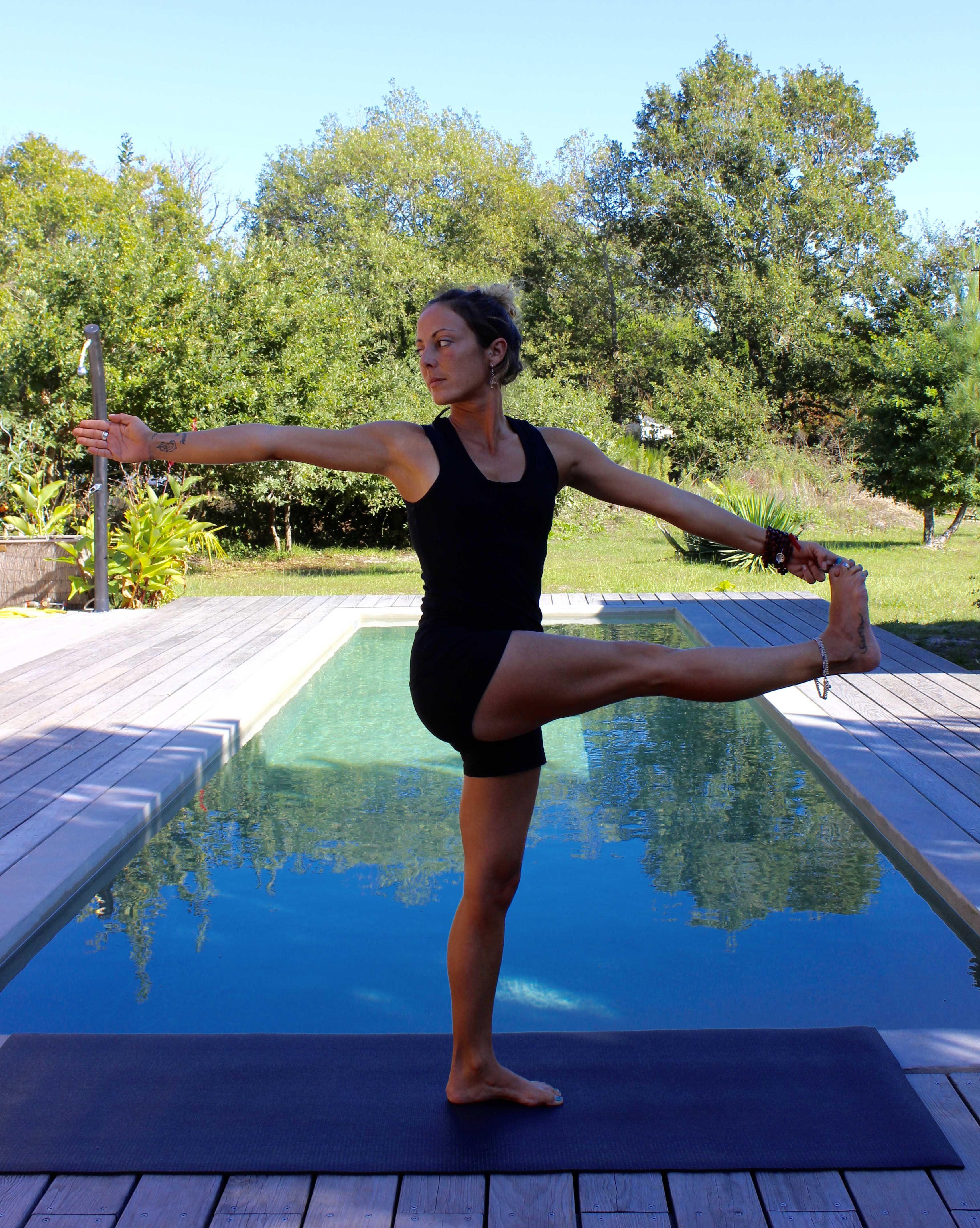 Yoga posture en torsion