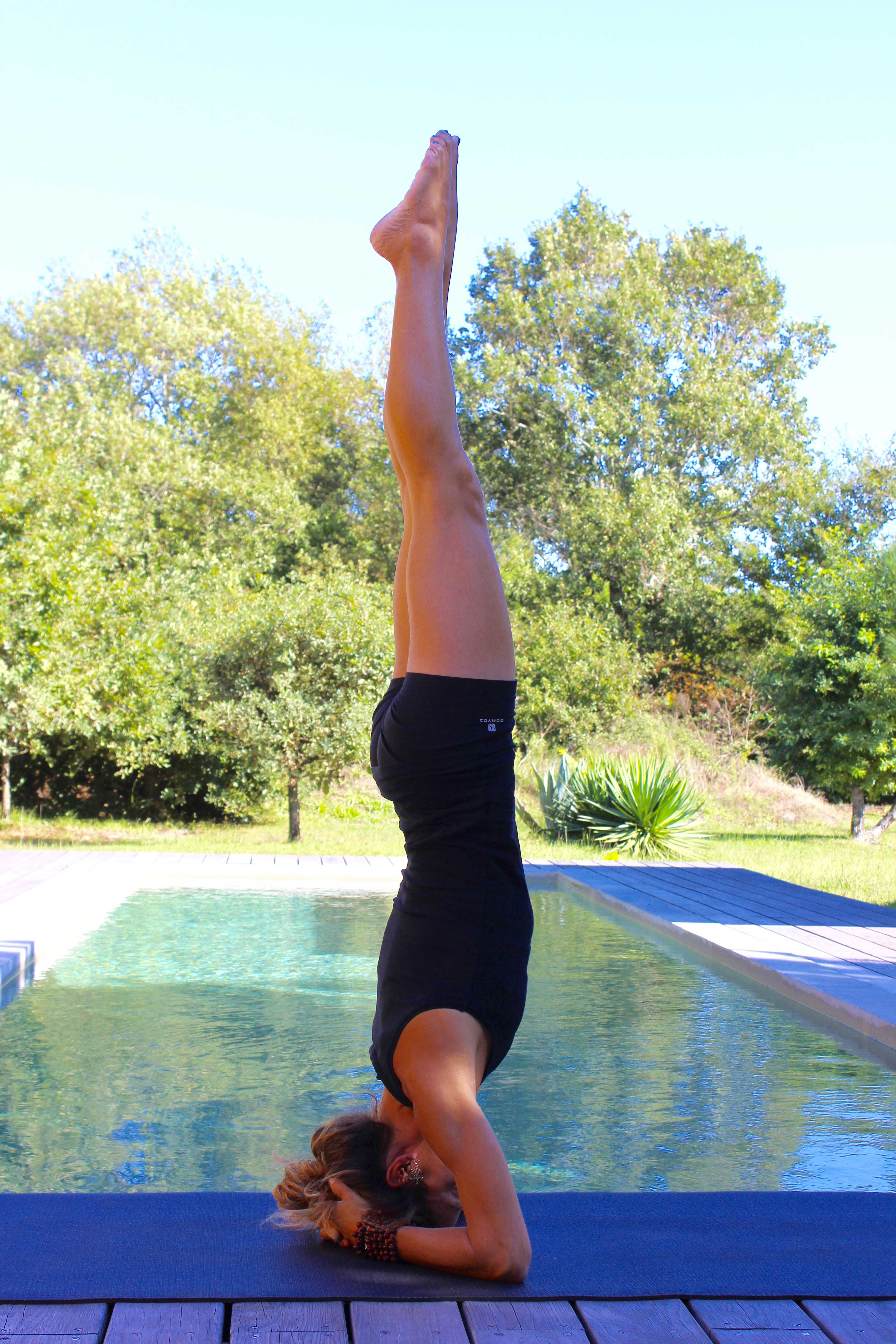 Yoga posture en inversion:Sirsasana