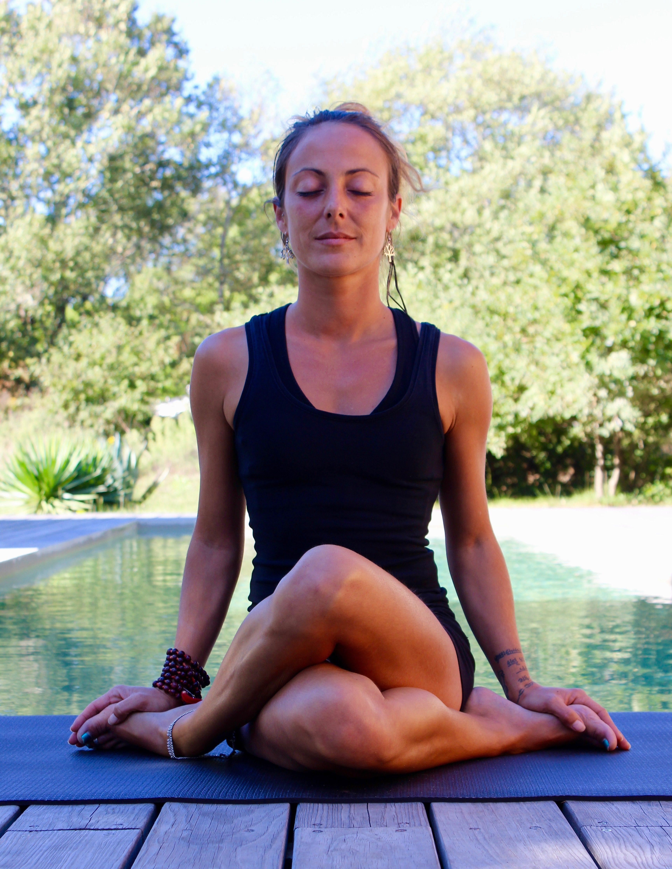 Yoga postures assises